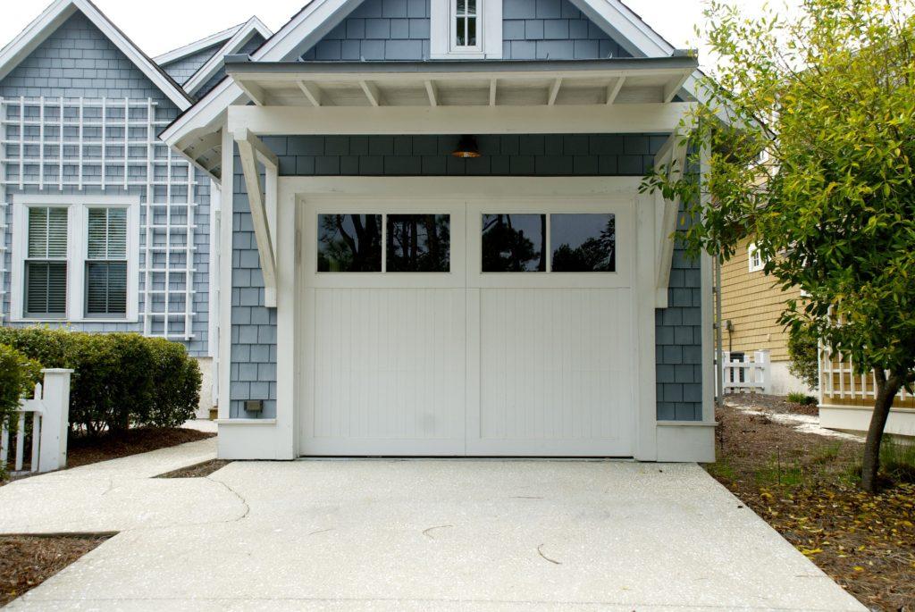 garage-door-2578743_1920