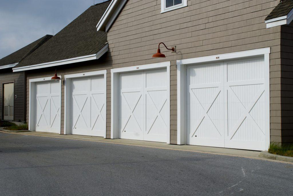garage-door-2578744_1920